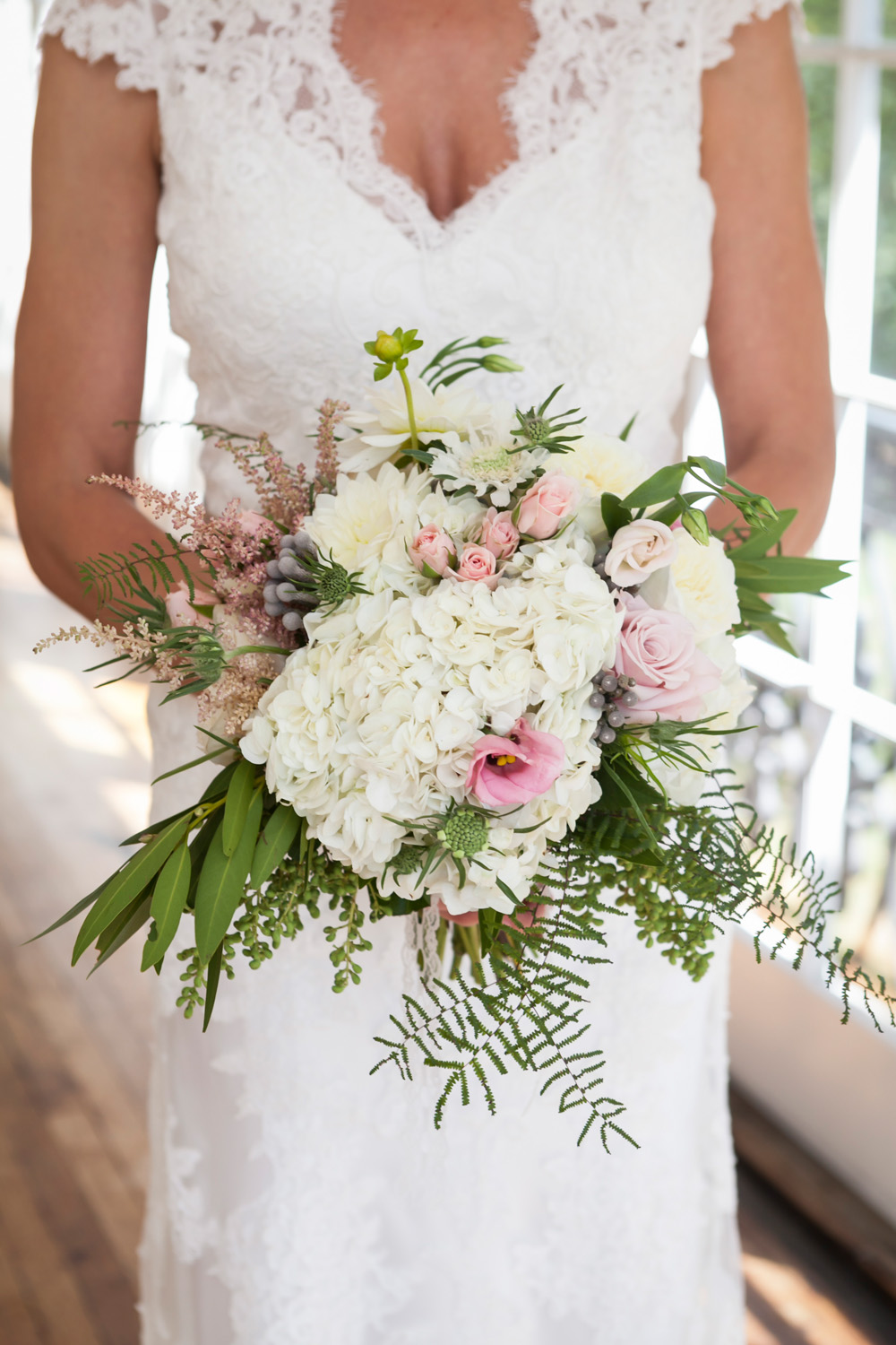 Glenview Mansion Wedding Bride with bouquet